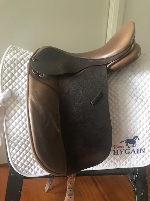 """Trainers Master Dressage saddle in Oak Brown 16"""""""