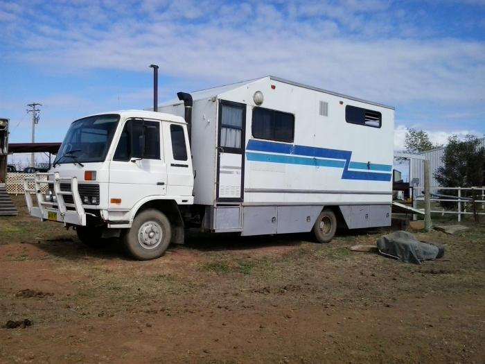 BARGAIN: N1630 International 3-4 horse truck