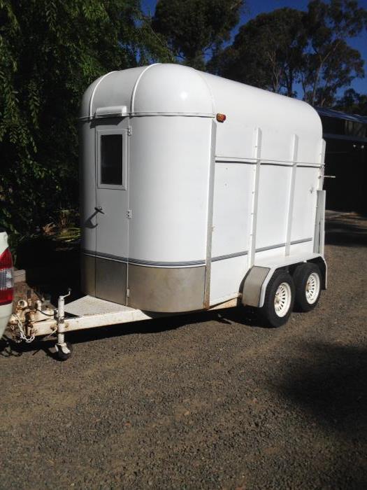 Double Horse Float  $4000