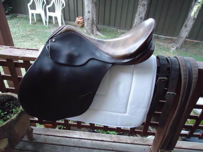 Hubertus 18.'' Large Gullet saddle