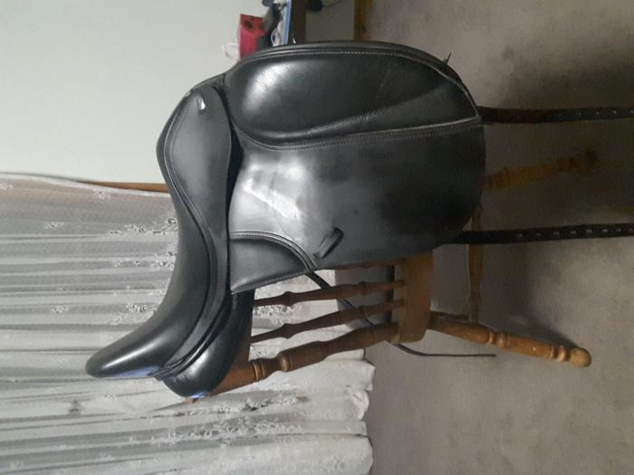 Thorowgood T8 low profile dressage saddle