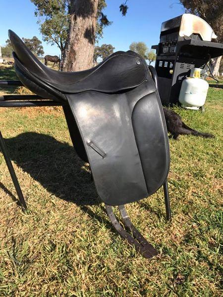 "Signature turnout saddle 17.5"" black"