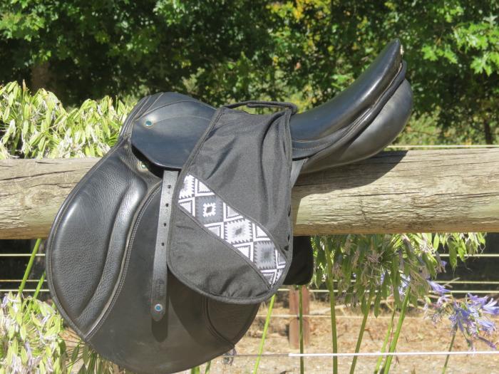 Saddle Stirrup Sleeve Iron Cover   Black