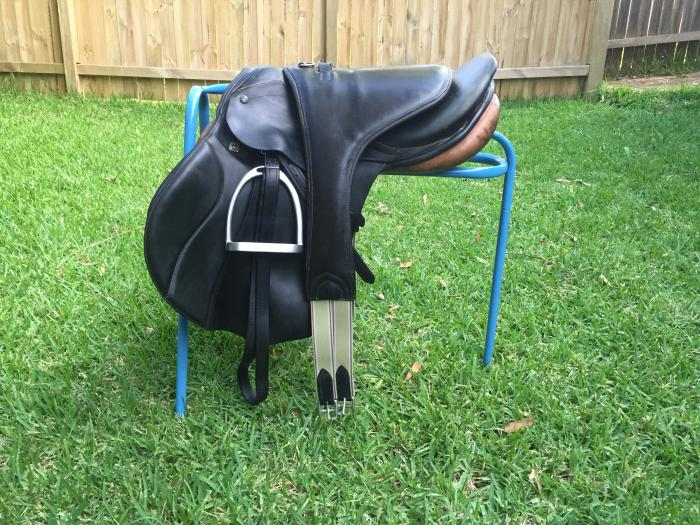 Stubben Siegfried CS jumping saddle fully mounted