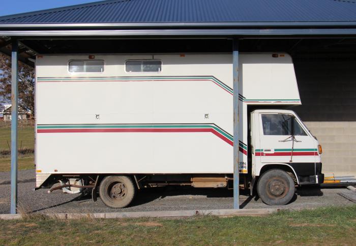 Mitsubishi Canter Horse Truck