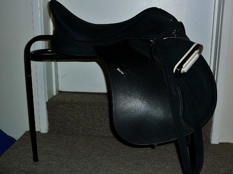 AS NEW black 17-inch Wintec 2000 all purpose saddle