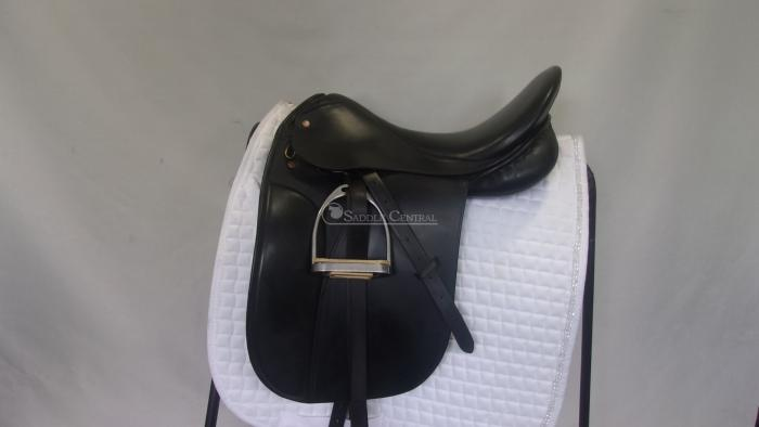"Mal Byrne 17.5"" Dressage/Show Saddle"