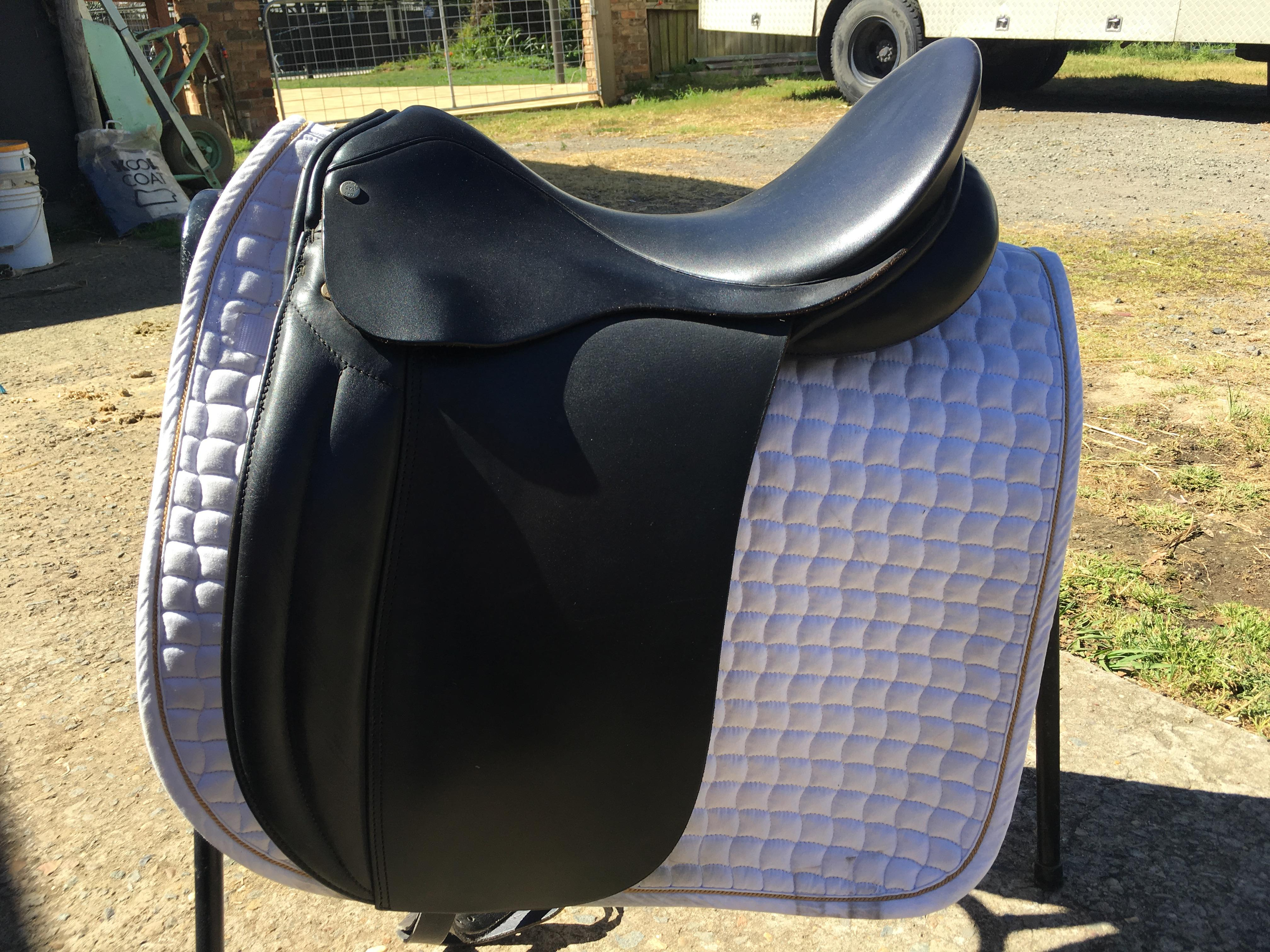 English black dressage saddle 18'