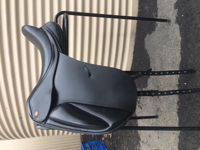"Kent & Masters S-Series Dressage Saddle 17"" Black"
