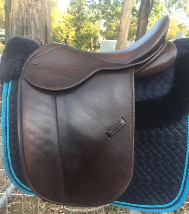 "15"" Show saddle"