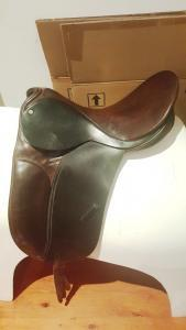 COUNTY COMPETITOR OLD STYLE DRESSAGE/SHOW SADDLE 1
