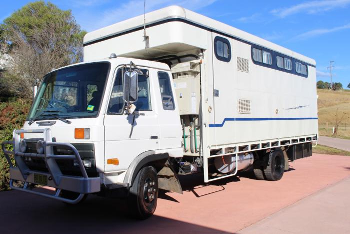 1984 turbo 6 speed horse truck.
