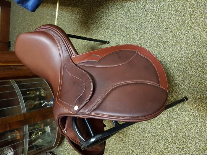 """Show Jumping saddle 17.5"""" PH Stridefree Melbourne"""
