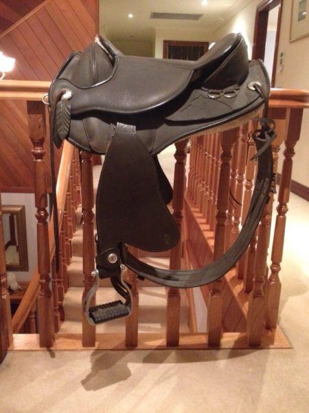 Barefoot Atlanta Treeless Saddle