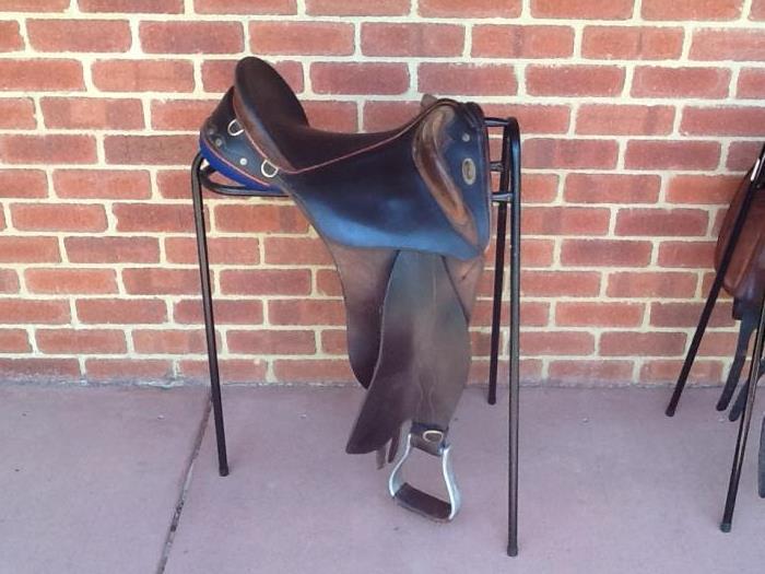 Mackellar swinging fender stock saddle