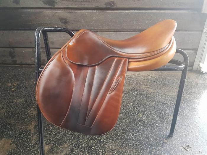 """Butet premium 17"""" flat seat saddle"""