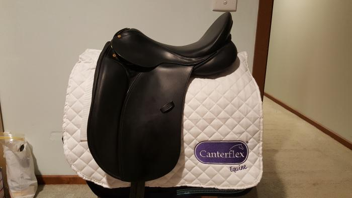 Bruce Smith Dressage Saddle - Suit New Buyer