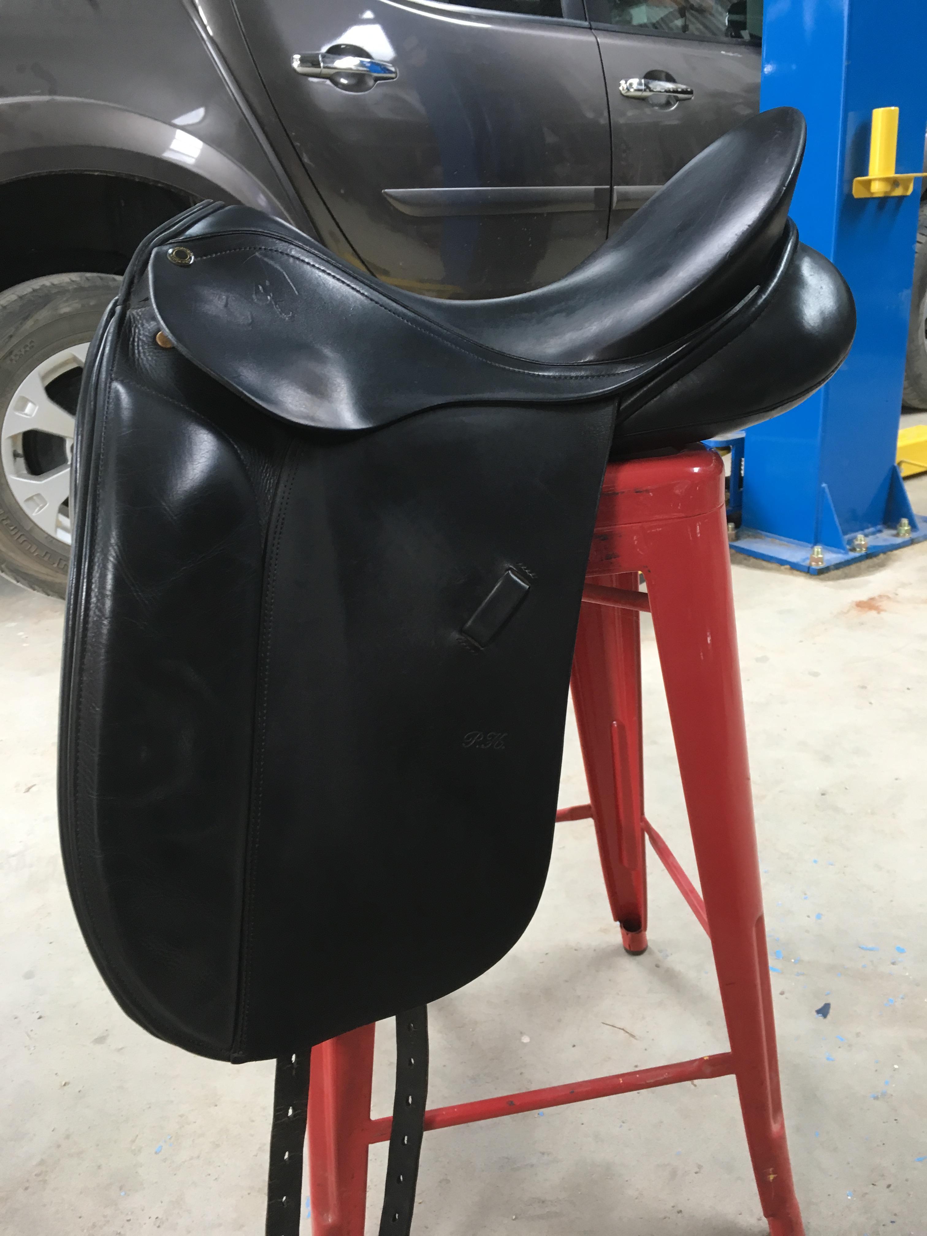 * price drop* Peter Horobin Grande Dressage Saddle 17inch