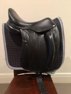 "Equipe Viktoria Dressage Saddle - Black 17"" +1"