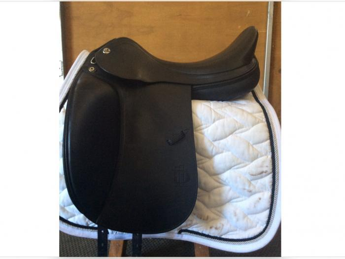 PRESTIGE D1 LUX DRESSAGE SADDLE-NEED TO SELL!