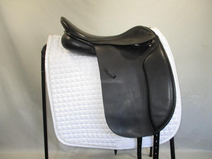 "Trainers 17.5"" Dressage Saddle"
