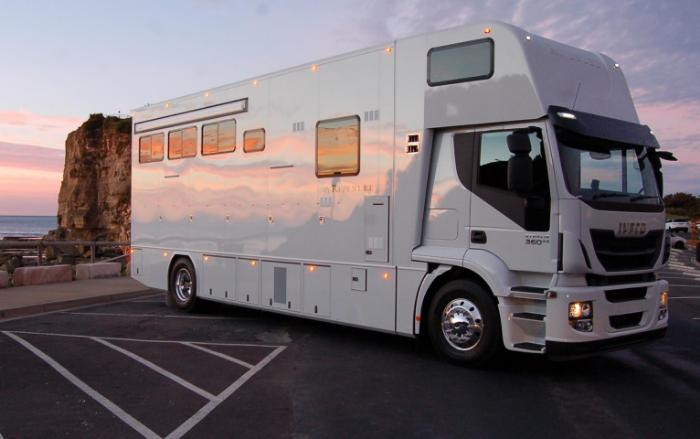 2017 Rivenlee 4 Horse Euro Luxury Truck