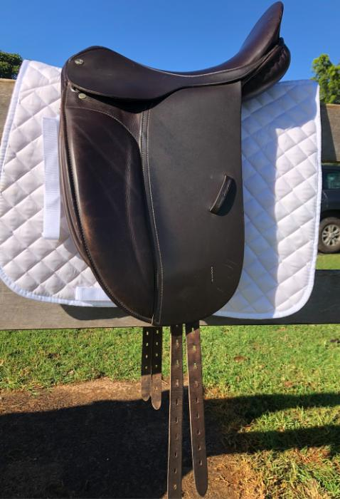 "16.5"" County Show Saddle"