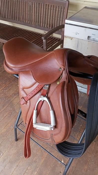 "18"" brown interchangeable Saddle"