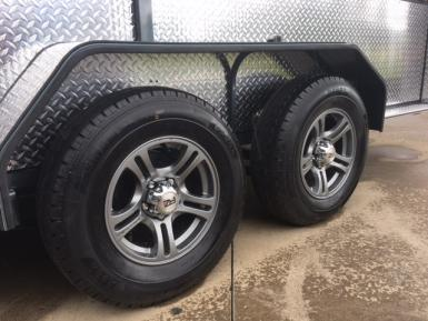 5 Alloy Wheels.JPG