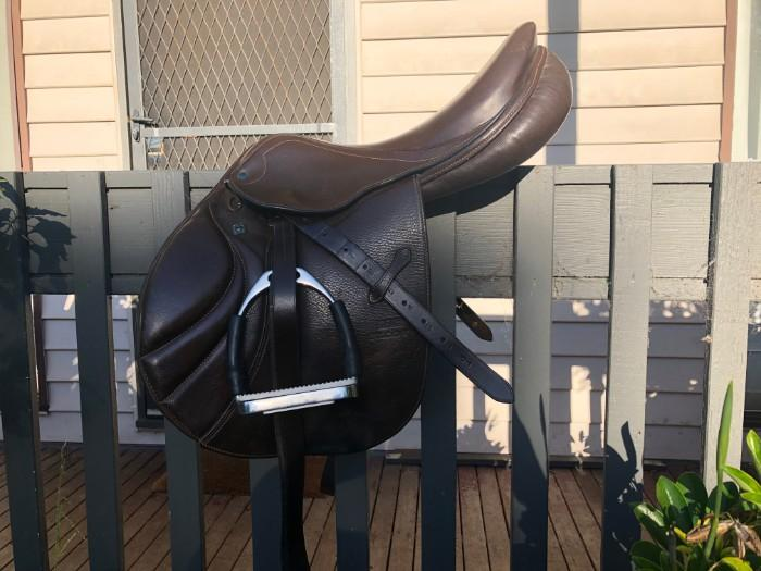 STUBBEN PORTOS JUMPING SADDLE 17 INCH