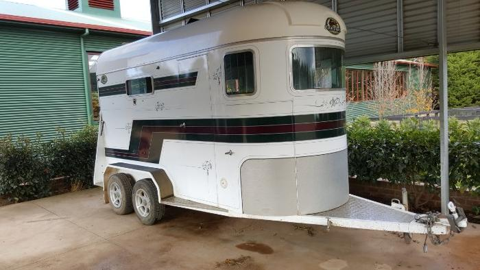 PRICE REDUCED! Coachmen Equestrian Model 2006