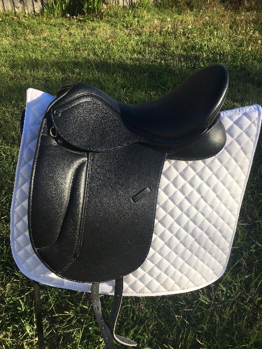 Trainers Mariel dressage saddle