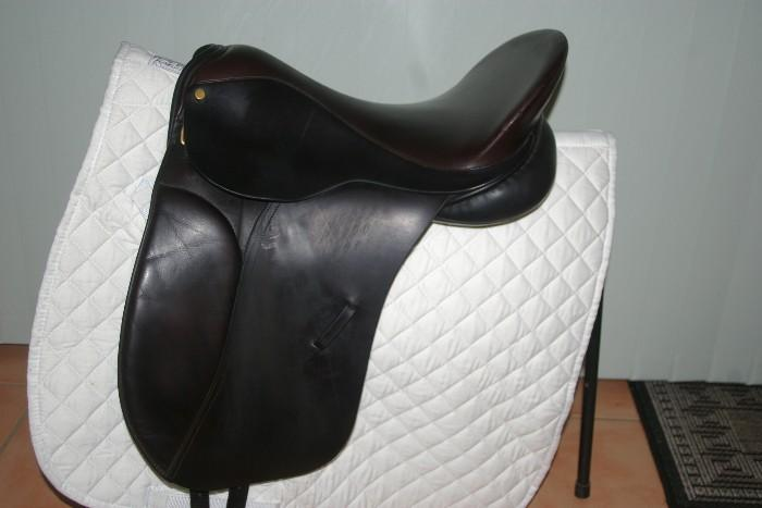 ALBION Dressage Saddle black 17.5 ""