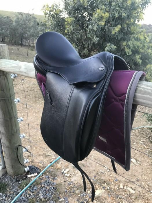"17"" Defiance Force show / dressage saddle"