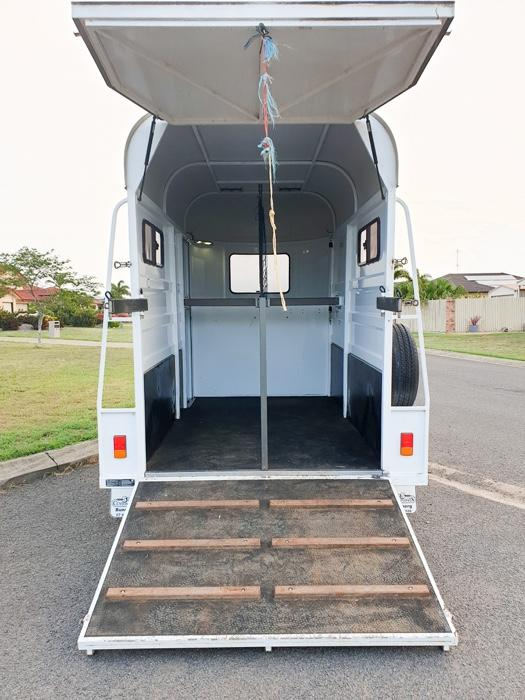 Enclosed 2HSL float custom built for large horses