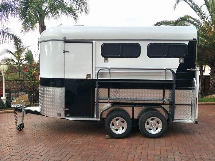 Brand New 2019 2 Horse Straight Load Camping Float