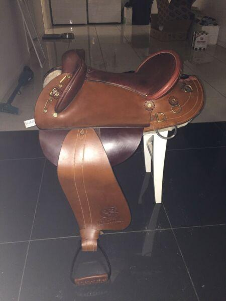 Leather & fleece Swinging Fender w/pad, girth etc