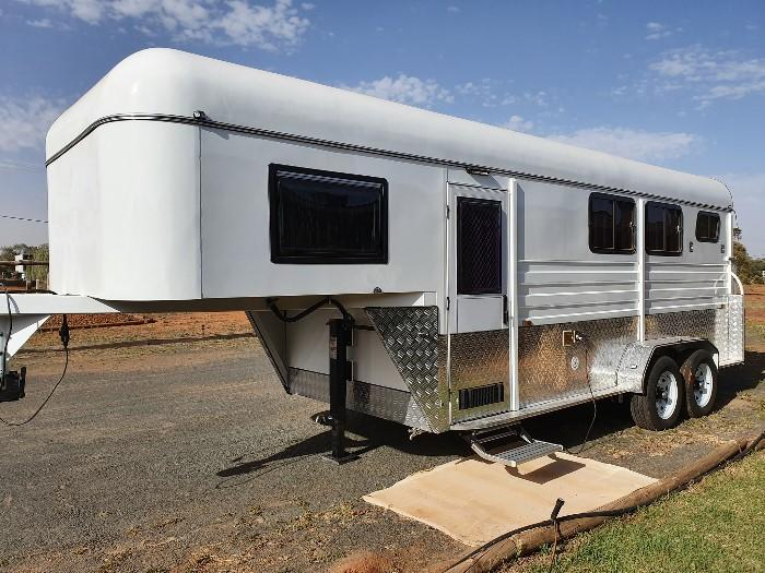 PRICE SLASHED! NEW 2HAL +Living Outback Gooseneck