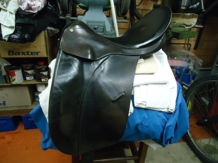 Bates  17'' Caprilli dressage saddle