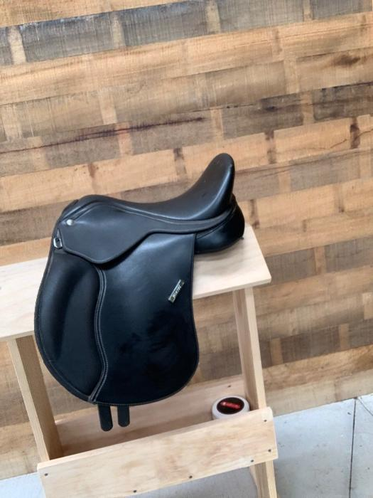 Wintec pony all purpose saddle