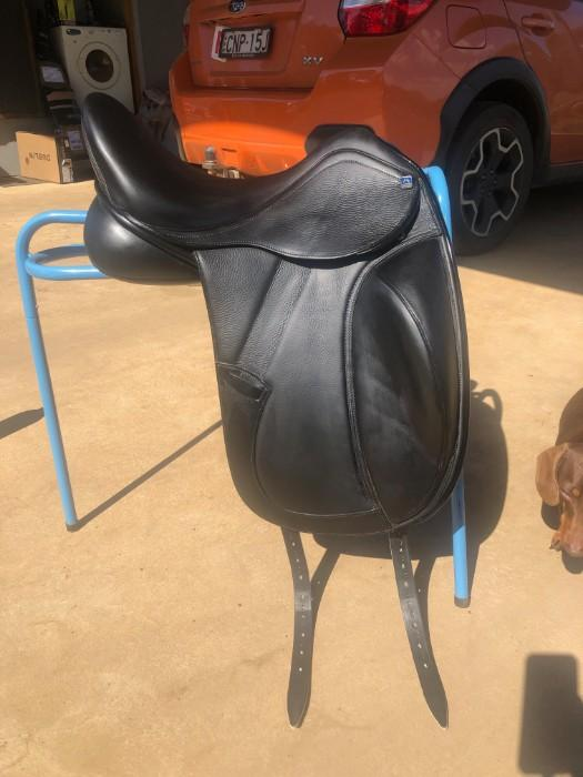 Porter by Mustad Dressage Saddle
