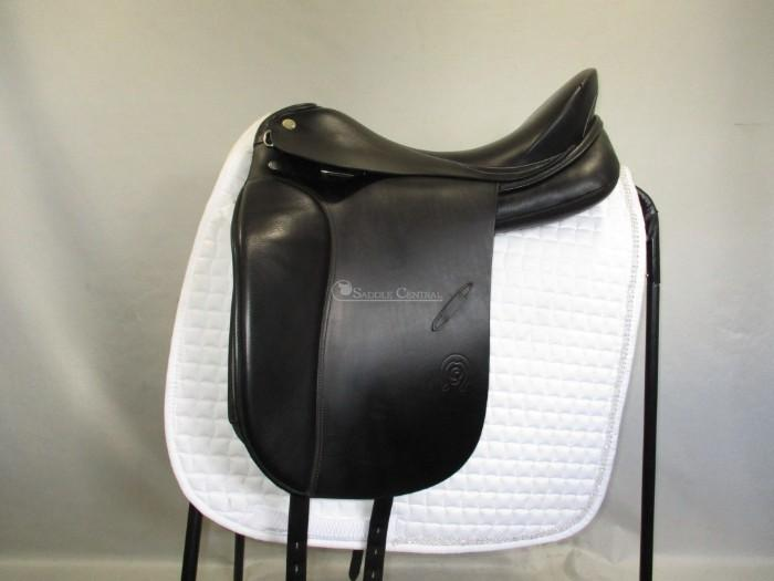 "Otto Schumacher Dynamic size 2 17""/17.5"" Dressage"