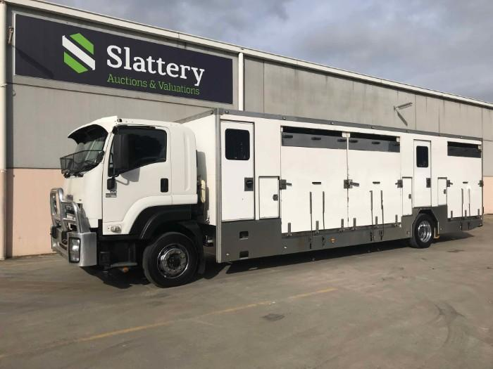 AUCTION: 2013 ISUZU FXR 1000 Long 8 HORSE FLOAT