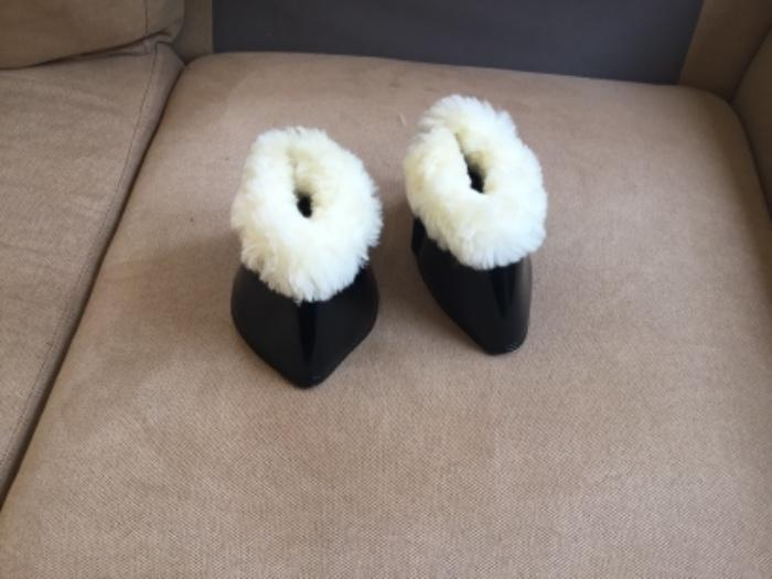 Warmblood bell boot with real sheepskin new.