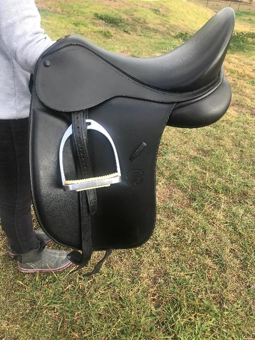 Bates show saddle