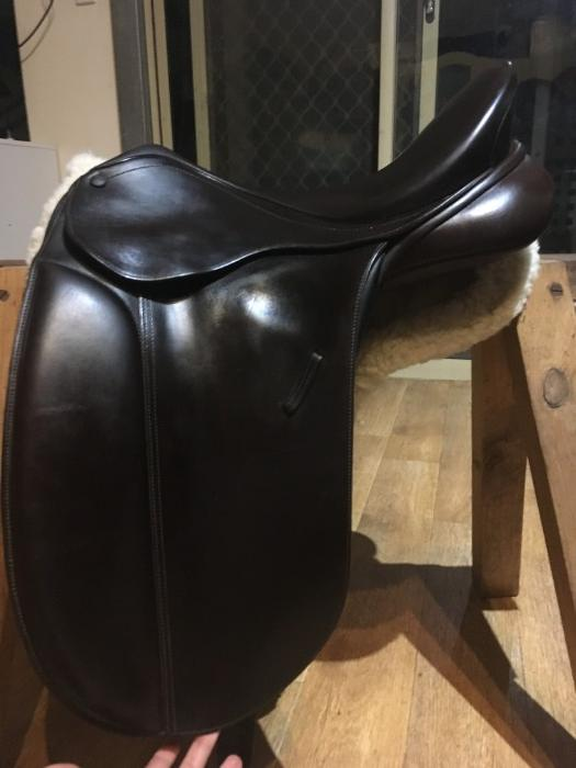 "16.5"" brown Bates Caprilli Show Saddle"