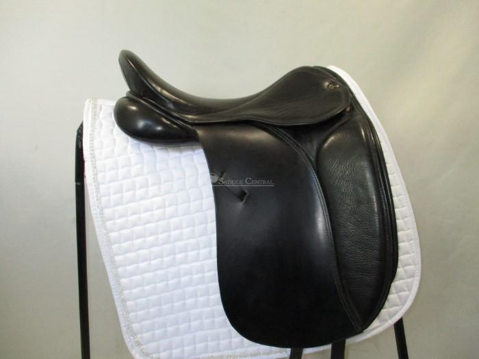 Silhouette Dressage Saddle 17.5""