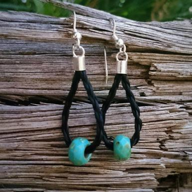 https://www.livinghorsetails.com/products/earrings-horse-hair-braid-with-turquoise-bead