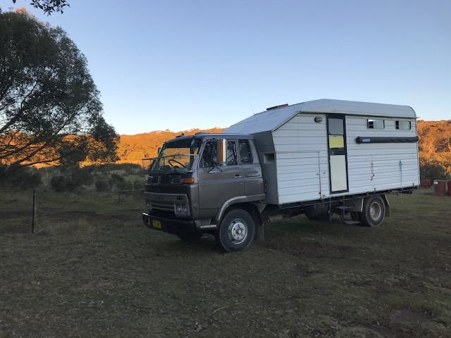 ISUZU 3 Horse truck with Living