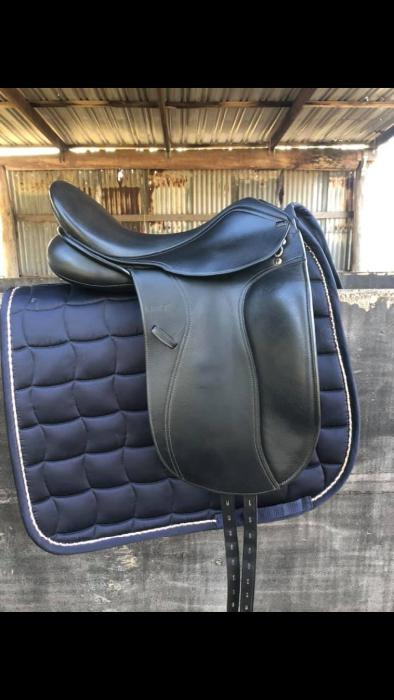 Anky Professional Dressage Saddle 17.5""